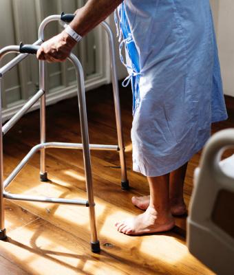 Jóváhagyta a kormány a hosszan tartó beteggondozásról szóló törvényt