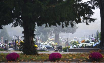 Nagyobb forgalomra számítsunk a temetőknél!