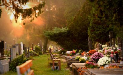 Tovább tartanak nyitva a temetők
