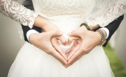 A menyasszonynak és a vőlegénynek nem kell már arcmaszkot viselnie