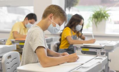 Gröhling: Hétfőtől öt járásban kinyit minden alap- és középiskola