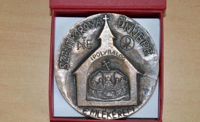 Posztumusz Szent Korona Emlékplakettet adományoztak Karaffa János atyának