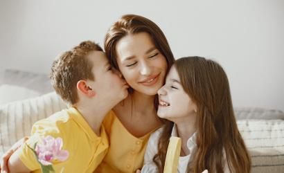 Jöhet a szülői bónusz! Hogy változik az anyák nyugdíja?