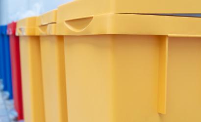 Holnap szállítják el a műanyagot a családi házaktól