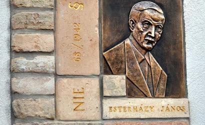 Esterházy János kikezdhetetlen példakép a keresztény magyarság számára