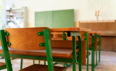 Az iskolák továbbra is zárva maradnak