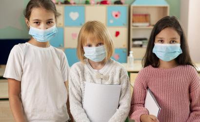 Ha fertőzésgyanú van a családban, a gyerek ne menjen iskolába