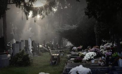 Halottak napjára újra szigoríthatnak – romlik a járványhelyzet