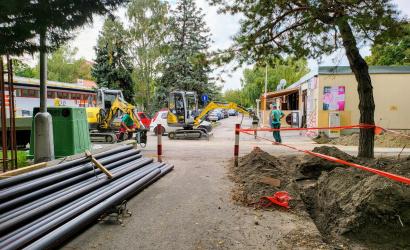 Zajlik a villanyhálózat felújítása a Rózsaligetben