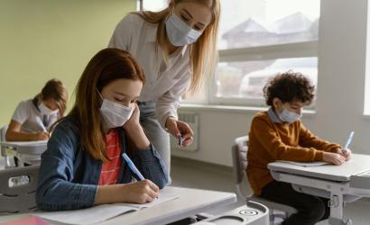 Ha megfázásos tünetek lépnek fel, inkább maradjon otthon a gyerek