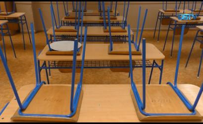 Embedded thumbnail for Bezárt az egyik alapiskola, az óvodák viszont nyitva vannak