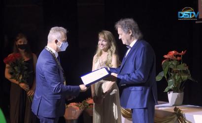 Embedded thumbnail for Két Polgármester-díjat és egy polgármesteri emléklapot is átadtak