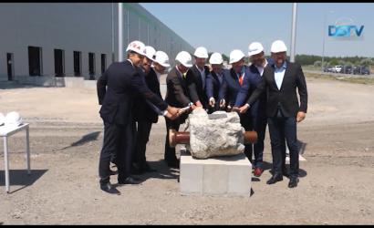 Embedded thumbnail for Az új logisztikai központ 1600 embert alkalmaz majd