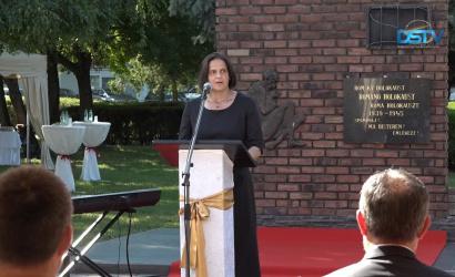 Embedded thumbnail for Városunkban tizenhatodszor emlékeztek a roma holokauszt áldozataira