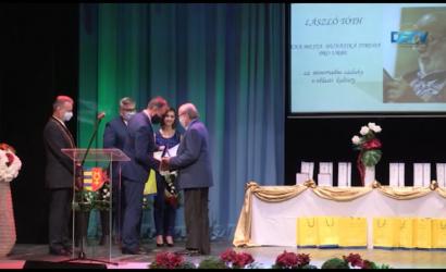 Embedded thumbnail for A Szent István-napi ünnepség részeként adták át a városi díjakat