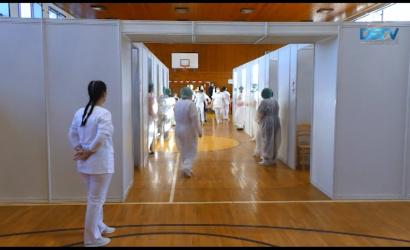 Embedded thumbnail for Sok embert tudnak beoltani a dunaszerdahelyi oltóközpontban