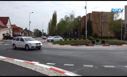 Embedded thumbnail for Már a lakosokat szolgálja a várva várt sikabonyi körforgalom