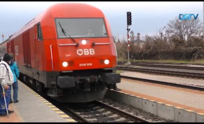 Embedded thumbnail for Már az új üzemeltető vonatai közlekednek a Pozsony-Komárom vonalon