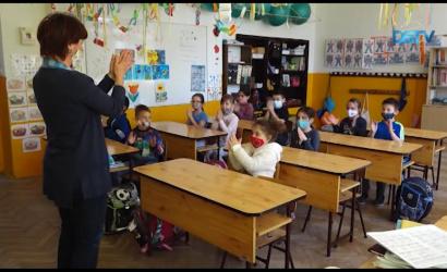 Embedded thumbnail for A tavalyihoz hasonló számú elsőst írattak be a magyar alapiskolákba