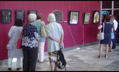 Embedded thumbnail for A tárlat négy kortárs művész alkotásait mutatja be