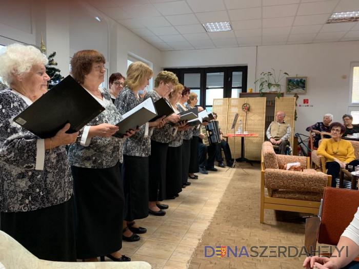 Karácsonyváró találkozó a nyugdíjasklubban