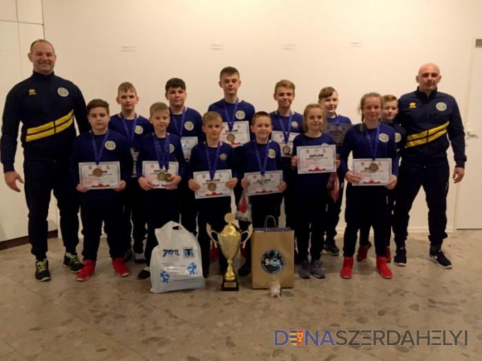 Hét aranyérmet szereztek a dunaszerdahelyi diák birkózók