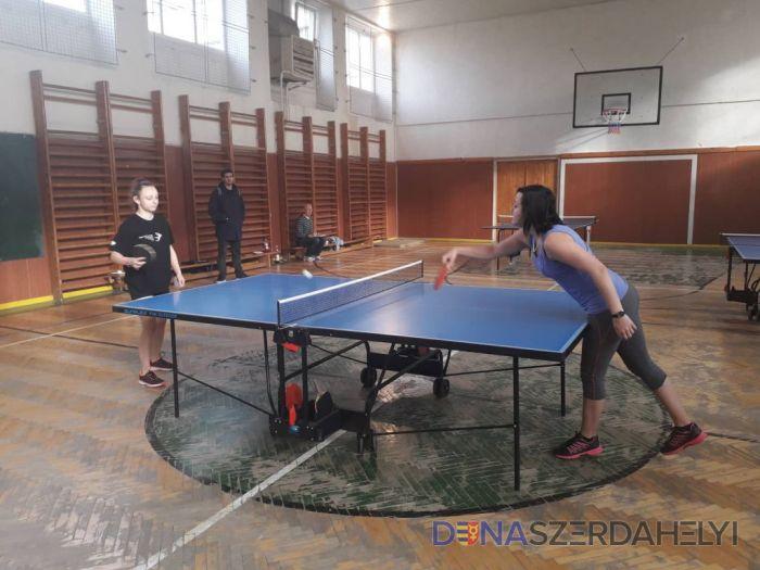 Az asztalitenisz-bajnokság döntője a szakközépiskolában