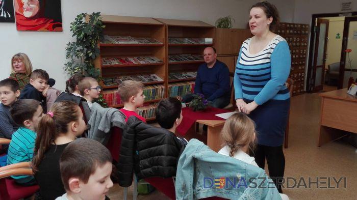 Brumiarc meséivel ismerkedtek a könyvtárban