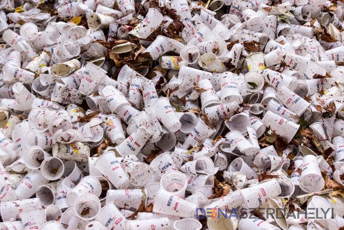 Kivonják a piacról az egyszer használatos műanyagok egy részét
