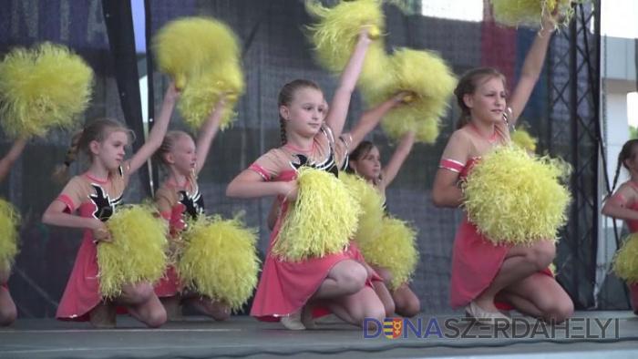 Táncoskedvű fiatalok népesítették be a színpadot Zentán