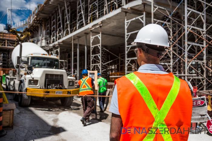 Növelni kéne a munkahelyek megtartását célzó támogatás összegét