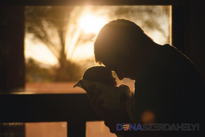 Egyre több férfi vállalja a gyermekgondozási szabadságot