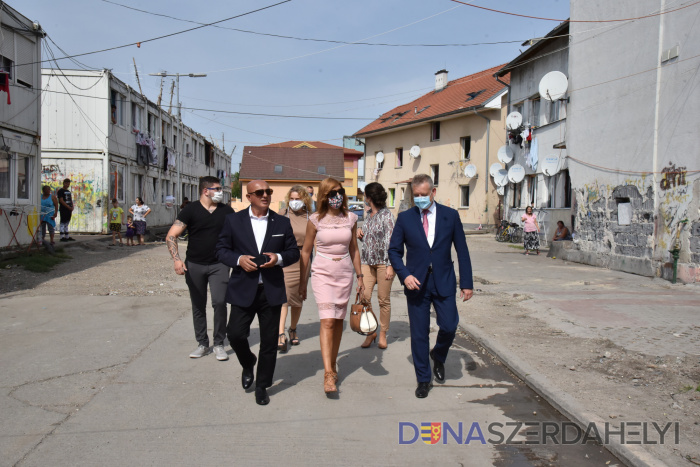 A romaügyi kormánybiztossal találkozott Hájos Zoltán