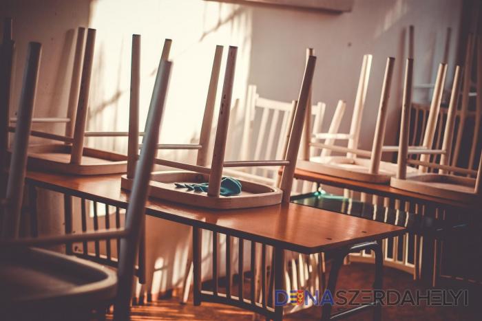 Gröhling: Három iskolában halasztották az iskolakezdést