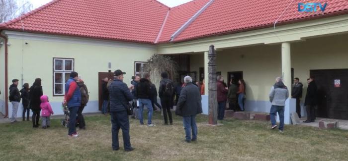 Embedded thumbnail for Ünnepélyesen átadták a felújított honismereti házat