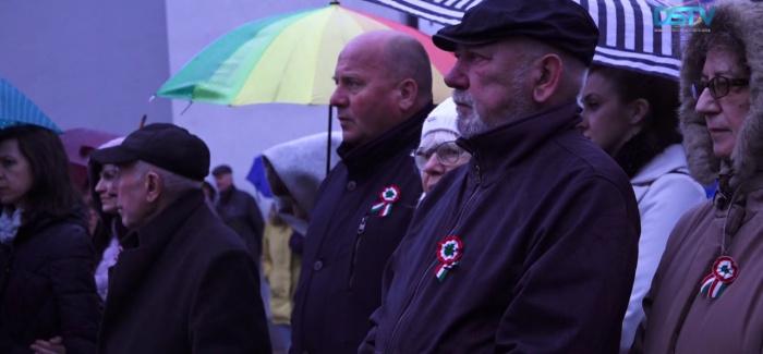 Embedded thumbnail for Eső áztatta magyar nemzeti ünnep Dunaszerdahelyen