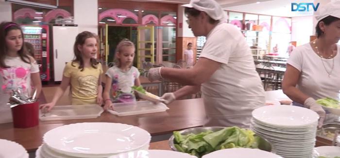 Embedded thumbnail for Szeptembertől már az alapiskolások sem fizetnek az ebédért