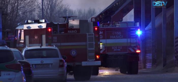 Embedded thumbnail for A nagy tűzzel és a viharos széllel egyaránt küzdöttek a tűzoltók