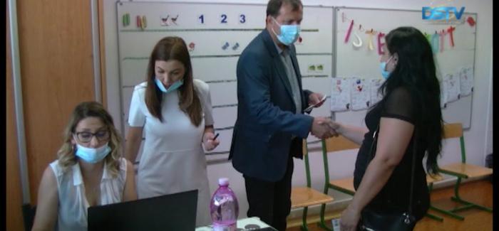Embedded thumbnail for Dunaszerdahelyen közel kétszáz magyar elsős szülei vették át az ösztöndíjat