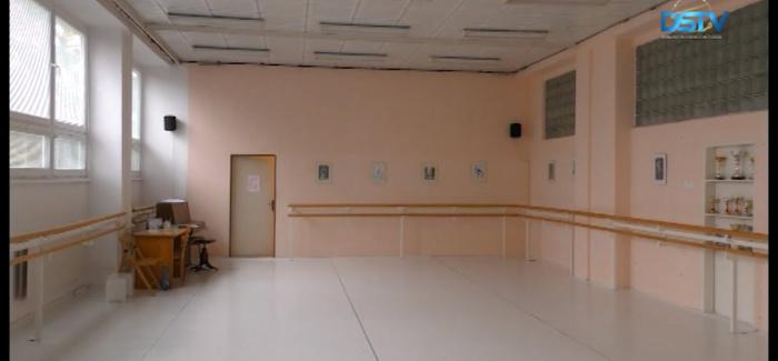 Embedded thumbnail for Ismét távoktatás a középiskolákban; bezártak a termálfürdők és a fitnessközpontok