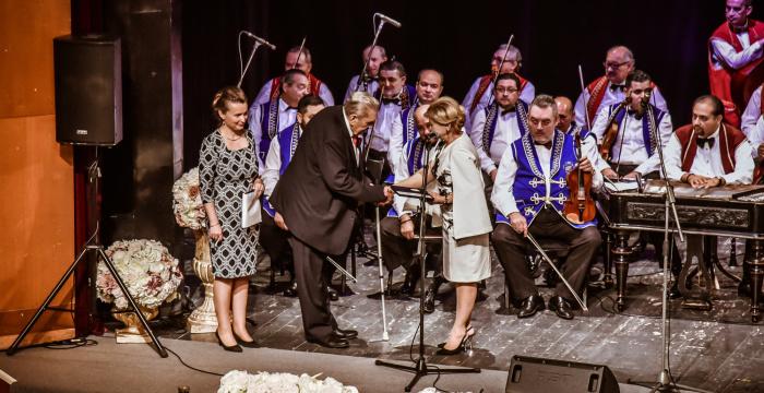 Magas állami kitüntetésben részesült Banyák István cigányprímás