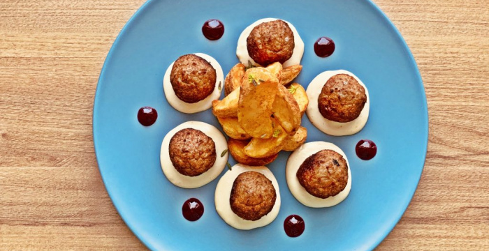 Húsgombócok selymes mártással és áfonyalekvárral, avagy fasirt svéd módra