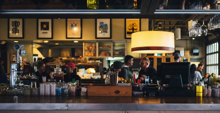 A beltéri vendéglátóipari üzemegységek szerdától új feltételek mellett működhetnek