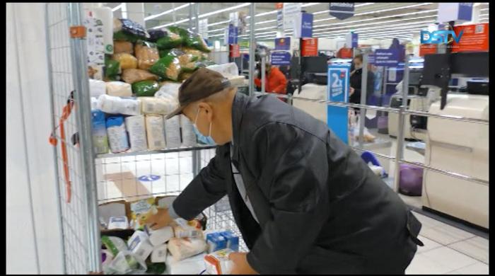 Embedded thumbnail for Tartós élelmiszert gyűjtenek és ingyenebédet osztanak a nehéz anyagi helyzetben lévőknek