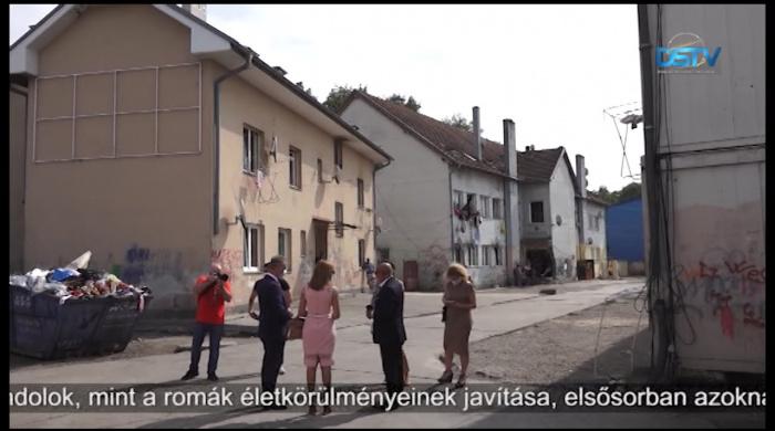 Embedded thumbnail for A terepen is tájékozódott a romaügyi kormánybiztos
