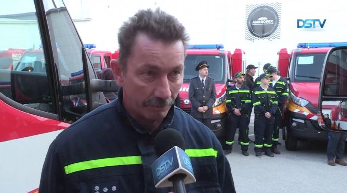 Embedded thumbnail for Tizenhat önkéntes tűzoltó egyesület kapott modern tűzoltóautót
