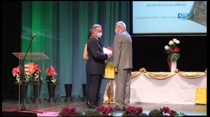 Embedded thumbnail for A polgármester által odaítélt díjakat is átadták