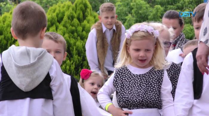 Embedded thumbnail for Több mint száz gyermeket emeltek a magasba Dunaszerdahelyen