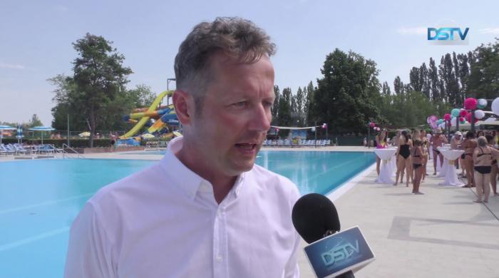 Embedded thumbnail for Átadták a termálfürdő felújított nagy úszómedencéjét