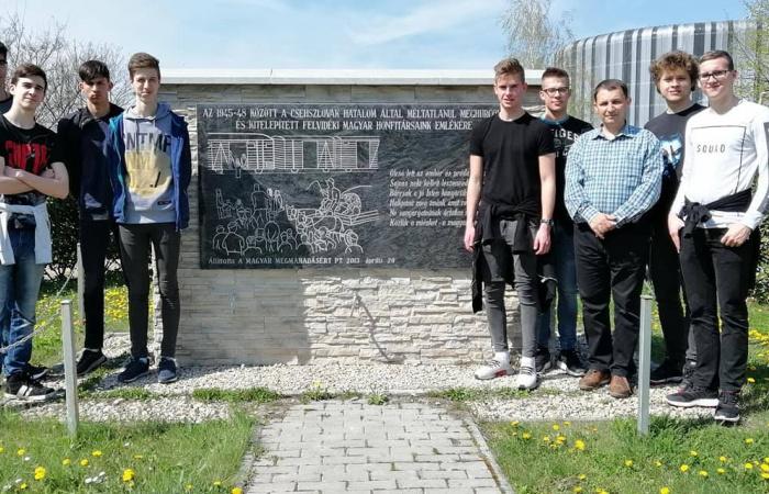 A szakközépiskolások is megemlékeztek a Felvidékről kitelepített magyarok emléknapján